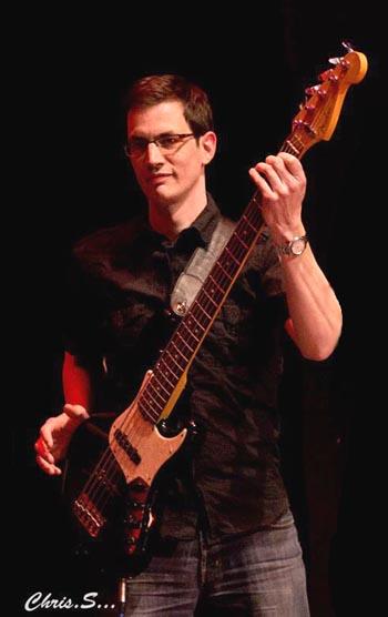 Arnaud Grosfilley, professeur de basse, contrebasse et guitare